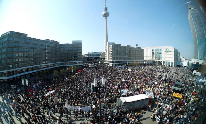 柏林数千居民上街游行 抗议房租持续上涨