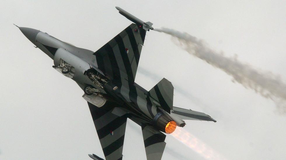 自爆?荷兰战机意外击中自己 事发数月原因仍待查