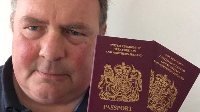 """英国新发护照删""""欧盟""""字样 民众震惊:我们脱欧了?"""