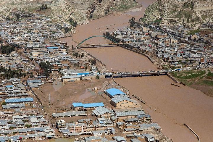 伊朗西南部汛情升级 地方政府疏散更多民众