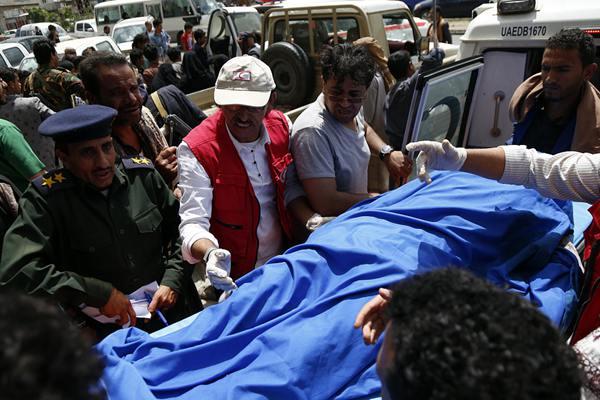 沙特盟军空袭也门萨那致数十人死伤 多为学生
