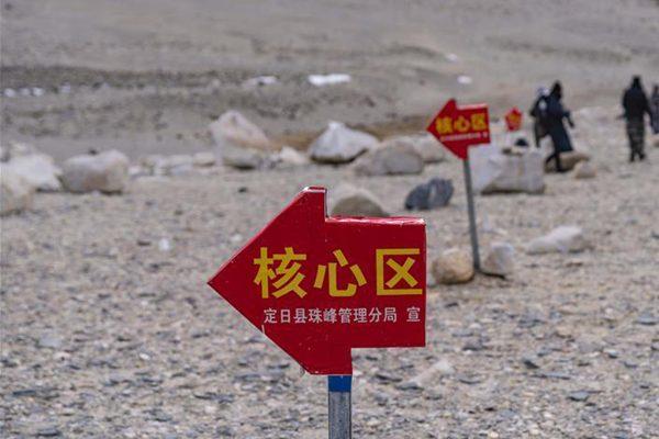 珠峰进入旅游旺季 游客最远只可抵绒布寺区域