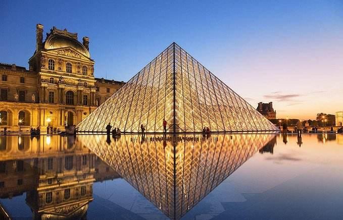 法国卢浮宫携手爱彼迎推出夜赏馆藏活动