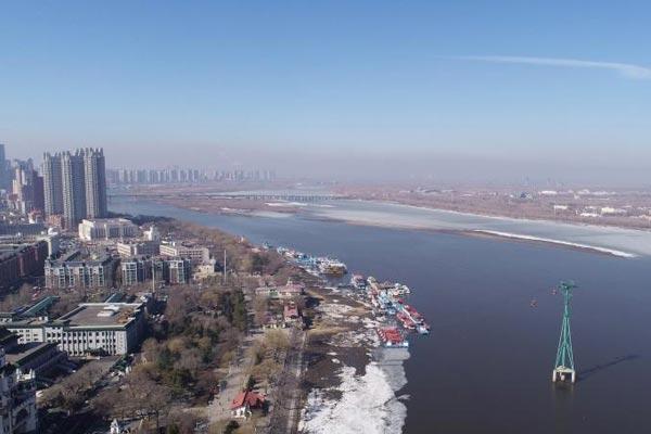 哈尔滨残冰布江畔 开江进行时