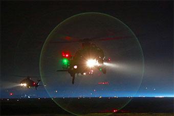 太帅了!陆航直升机部队夜间超低空编队突防演练