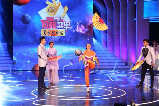 王飞斐受邀参加《幸福账单》现场模仿白蛇精欢乐不断