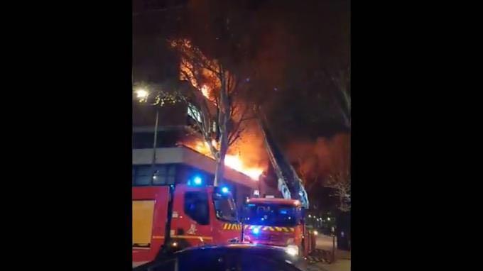 巴黎公寓楼爆炸事故初步调查结果:阳台烧烤酿祸