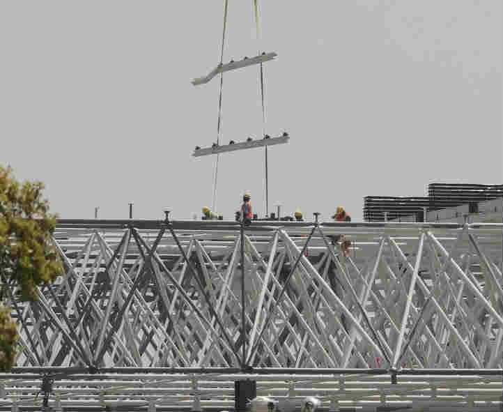 特斯拉中国超级工厂进入屋面铺装阶段
