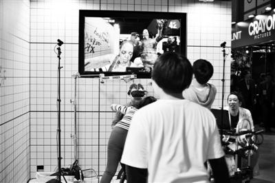 """日本公司开发AR摄像机应用程序体验人变""""僵尸"""""""