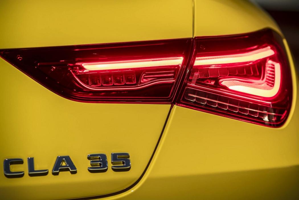 奔驰AMG CLA 35预告图发布 将亮相纽约车展