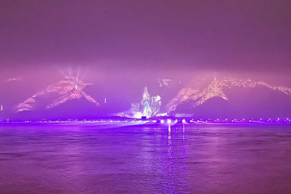 浙江温州上演绚丽夺目的山体灯光秀