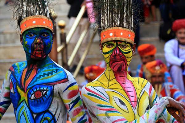 印度拉贾斯坦邦传统节日 艺术家彩绘身体表演