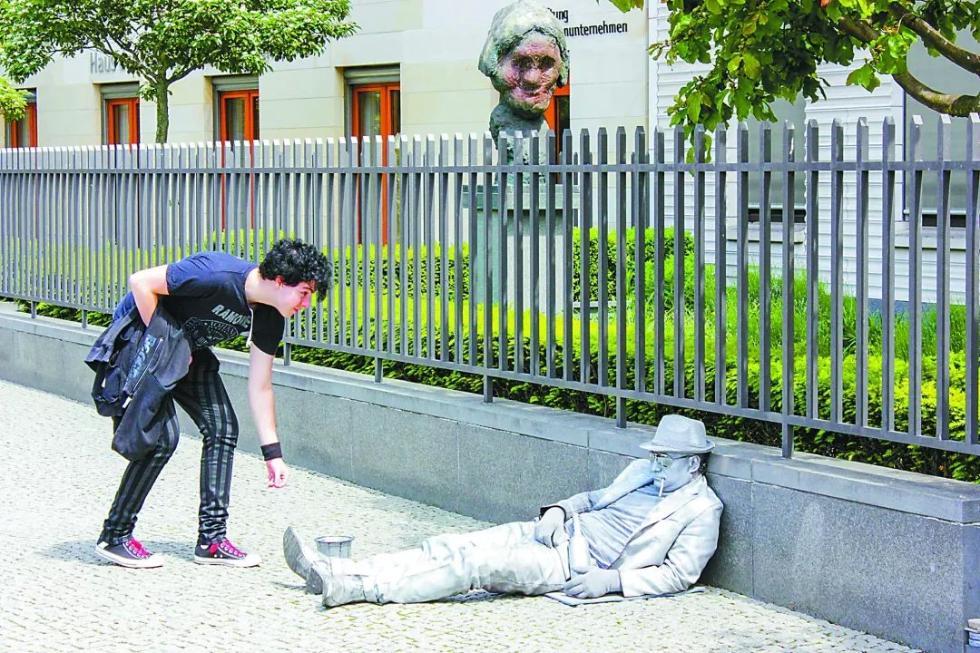 星河娱乐时报记者亲身经历:在柏林,这样干的少年都是行骗团伙!
