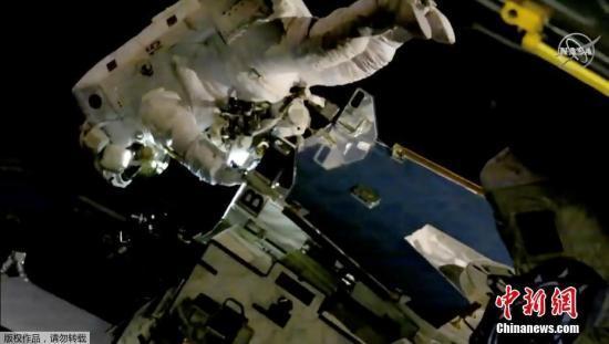 加拿大航天员暌违12年再次太空行走