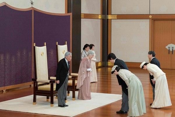 明仁天皇夫妇结婚60周年纪念日 皇室成员抵皇宫庆祝