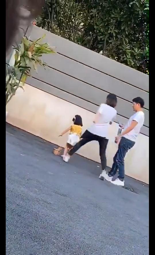 杭州童模被母亲脚踹 市妇联:正了解是否涉嫌家暴