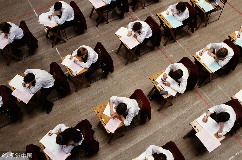 香港一考生考试连放2小时屁 后座称脑袋一片空白
