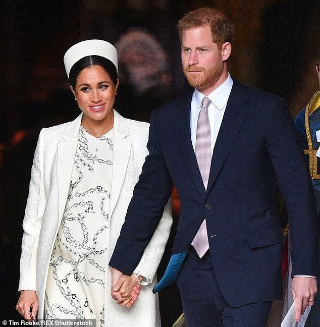 效仿伊丽莎白二世女王?梅根考虑在家中完成生产