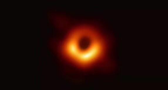 首张黑洞照片亮相,百度贴吧大神级辩论引百万人围观