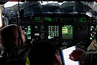 美国空军C130运输机内部曝光 座舱很先进