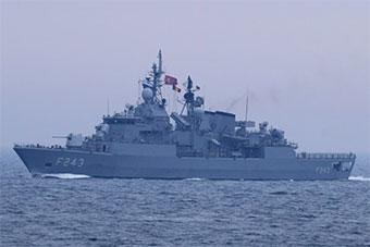 罗马尼亚军舰协同北约军舰在黑海举行演习