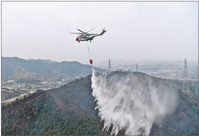 江西启用AC313型直升机实施吊桶灭火作业