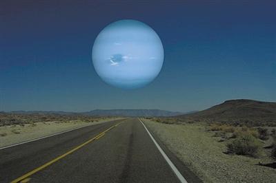 """哈勃望遠鏡拍攝到海王星氣旋風暴""""大黑斑""""的匯集過程"""
