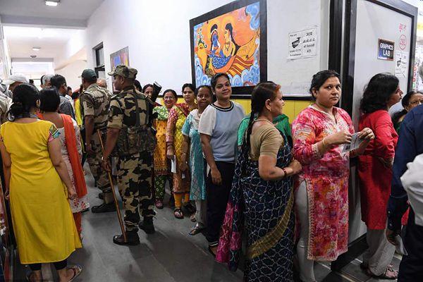印度大选拉开大幕 选民排队参加第一阶段投票