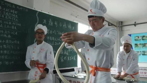 永利国际现金平台:从一碗牛肉面里发现的中国扶贫经验