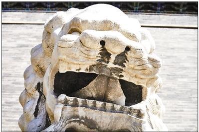 """北京正阳门石狮需要""""刷牙洗脸""""? 专家:不能盲目清洗"""
