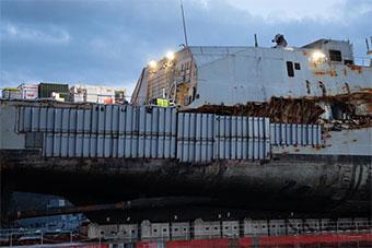 被捞出水挪威护卫舰进入维修状态 撞击处盖钢板