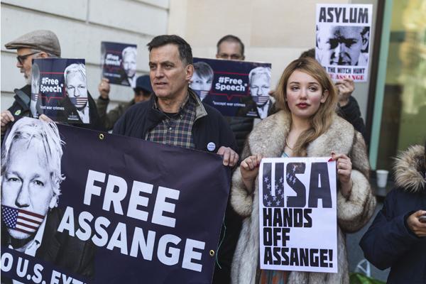 维基解密创始人阿桑奇被捕 支持者示威抗议