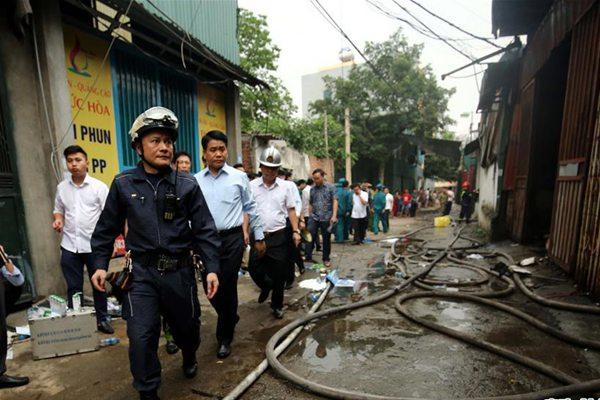 越南河内一工厂起火 已致8人死亡