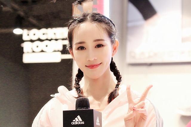 不愧是彭于晏最喜欢的女神,36岁依然元气满满,穿搭件件出彩!