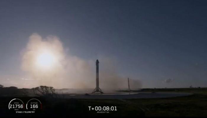 SpaceX首次成功回收重型猎鹰火箭所有三个助推器