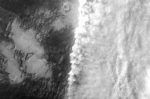 火星为何如此干燥:以前的水到底去了哪里?