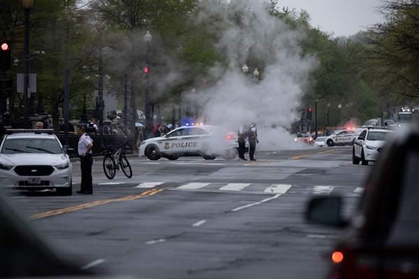 一名男子在白宫外自焚 当局紧急关闭周边街道戒备森严