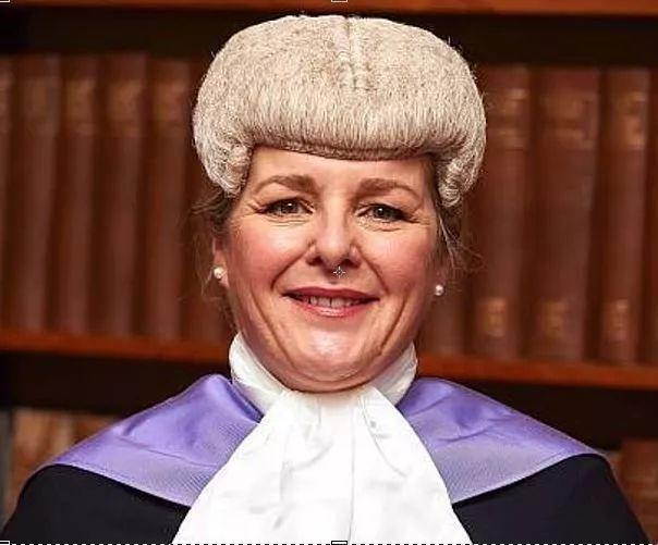 女司机酒驾免于责罚,女法官:你要是个男的,直接就送你进监狱了