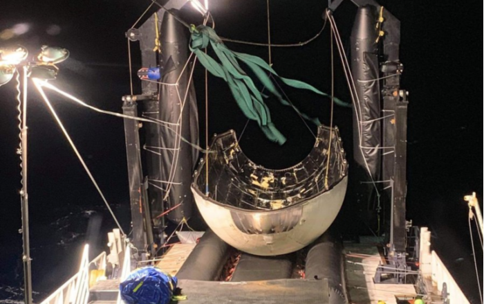 """SpaceX成功回收""""重型猎鹰""""的前椎体 其将再次进入太空"""
