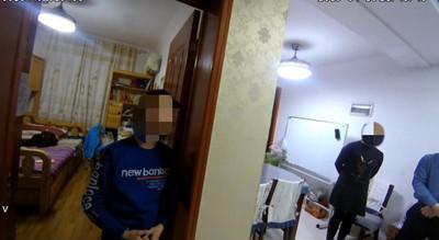 """笑哭!10岁男童被爸爸""""摸头"""",竟打110报警称遭家暴"""