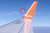 """男子客机拍到""""不明飞行物""""或为机窗反射幻影"""