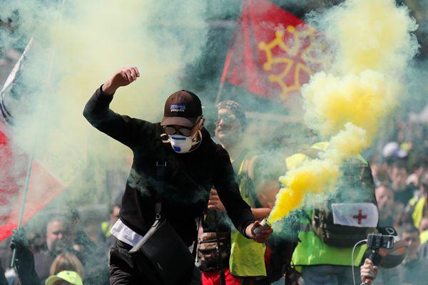 """法国迎第22轮""""黄马甲""""示威 本周""""首都""""图卢兹硝烟滚滚"""