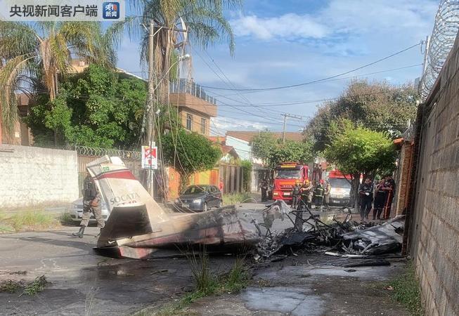 巴西一架小型飞机坠毁 飞行员身亡