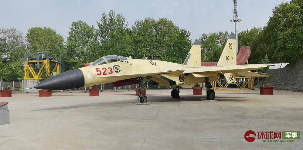 中国首个功勋飞机园开园 歼10歼11原型机亮相
