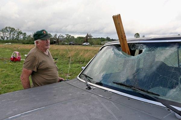 强风暴过境美国密西西比州 房屋被摧毁一片狼藉