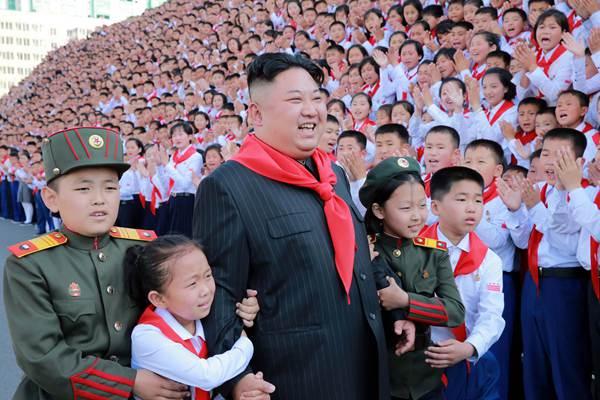 【高清图片展】朝鲜领导人和孩子们