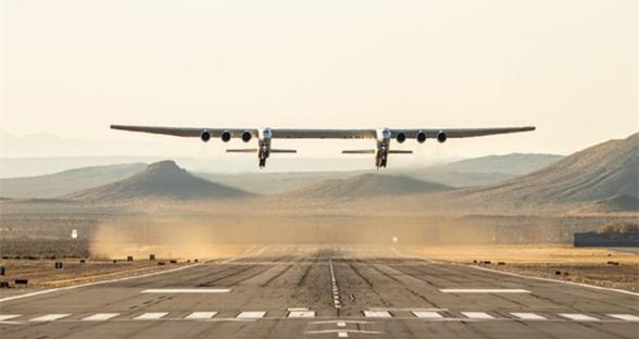 全球最大双机身飞机Stratolaunch完成首飞