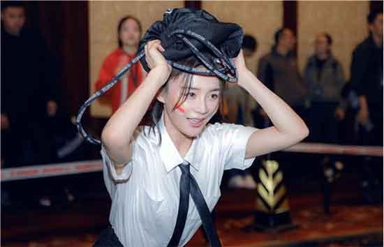 袁姗姗再度挑战斯巴达 突破自我被赞真正的勇士