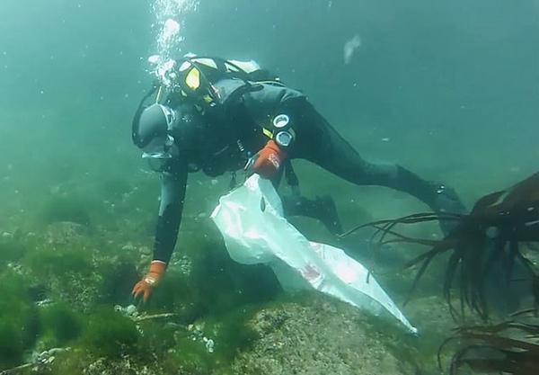 环保卫士!英首个水下保洁队潜入海洋清理垃圾