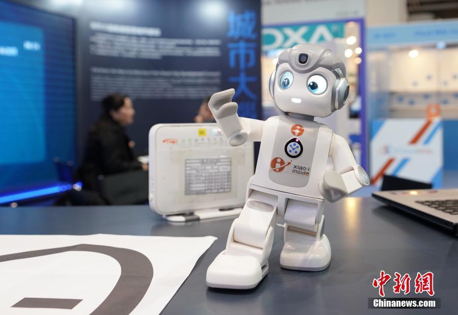 第16届香港春季电子产品展开幕 急救无人机亮相